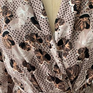 Dresses - Vintage pattern floral wrap dress w/pockets size L